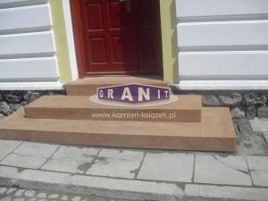 Schody-granit_antyposlizgowe_wewnetrzne_zewnetrzne-17_wynik