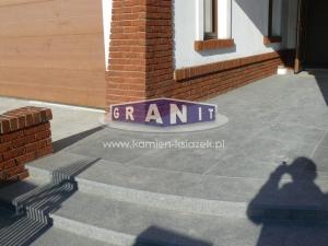 Schody-granit_antyposlizgowe_wewnetrzne_zewnetrzne-18_wynik