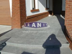 Schody-granit_antyposlizgowe_wewnetrzne_zewnetrzne-21_wynik
