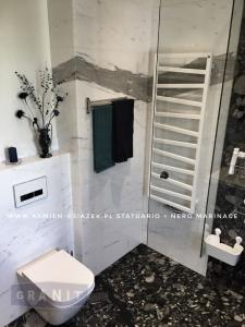 łazienka-nero-marinace-statuario-3