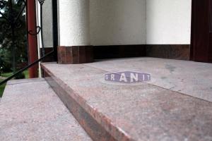 Schody-granit_antyposlizgowe_wewnetrzne_zewnetrzne-100_wynik